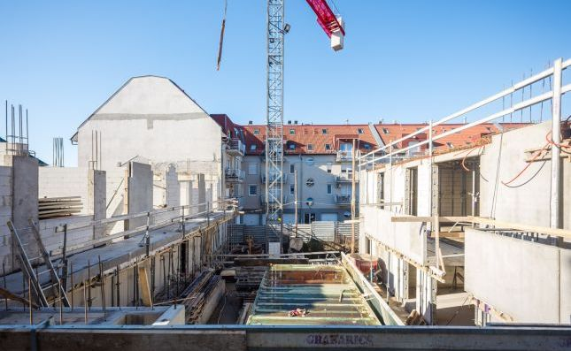 Halfway through the construction of the Hubay Garden residential complex in Budapest