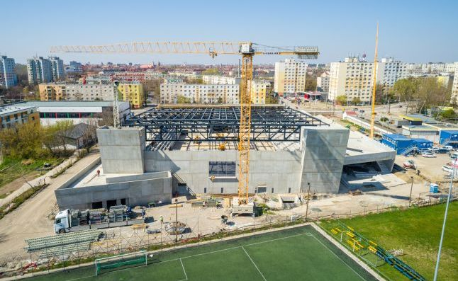 The construction of the roof structure can now be stared in the new swimming pool of Szeged